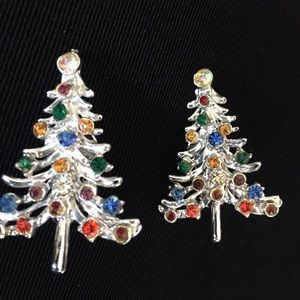 Jewelry - Large VTG Christmas Tree Clip On Earrings